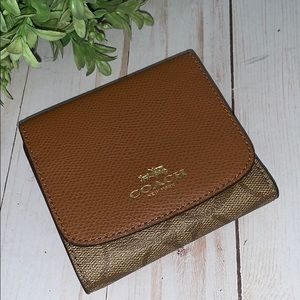Coach small wallet  signature c's leather like new